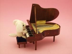 mini-piano-charmy1_sm